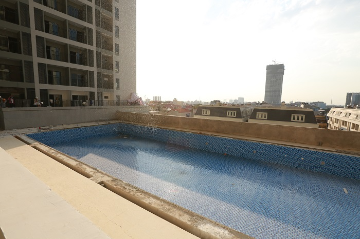 Hình ảnh bể bơi với góc view thực tế rất đẹp